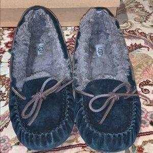 UGG Shoes - Authentic UGG Dakota slipper moccasins